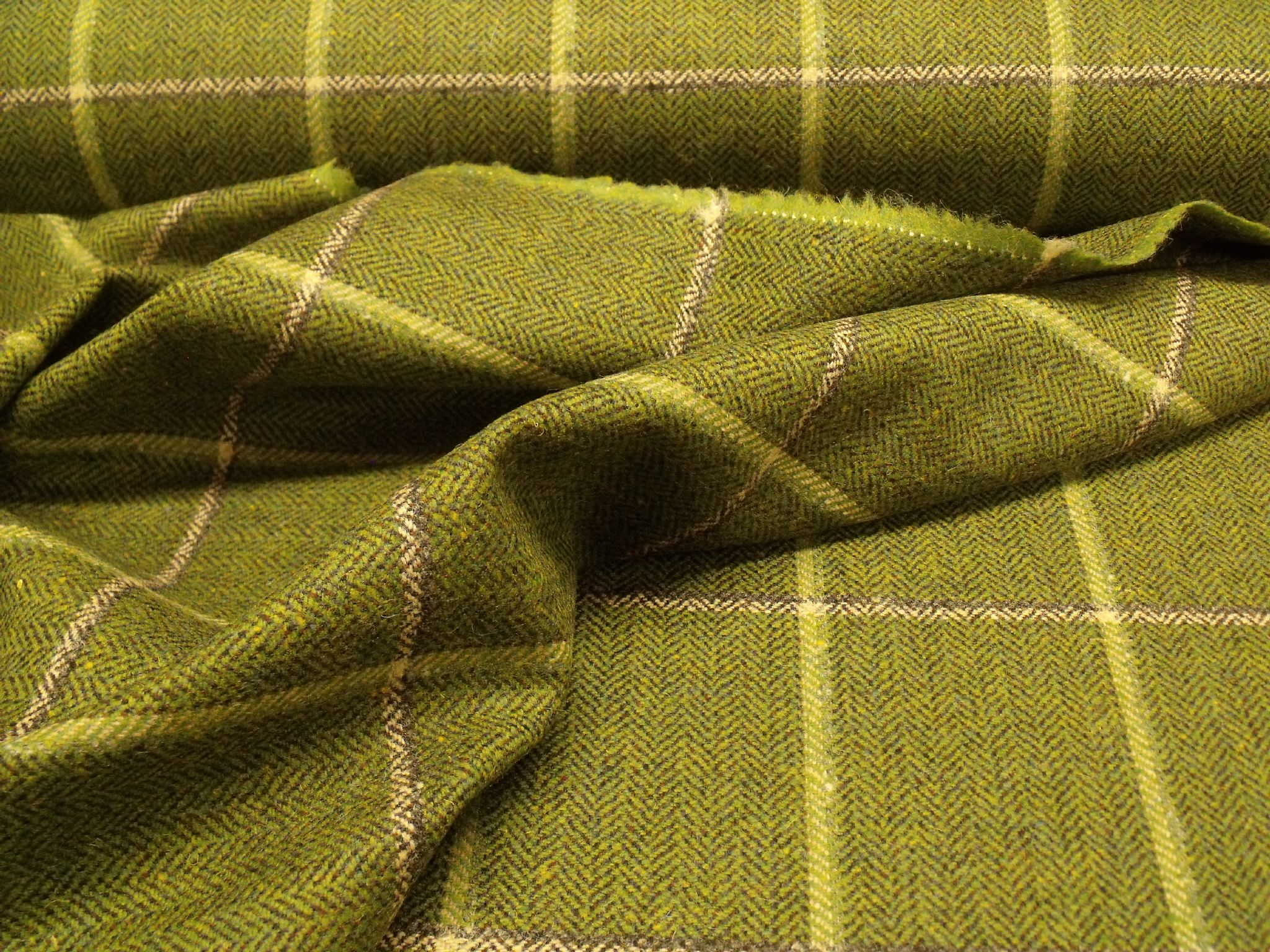 FQ Grey Black and Green Check Fabric 100/% Wool